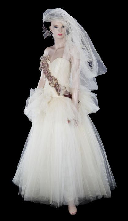 madonna wedding dress to sean penn